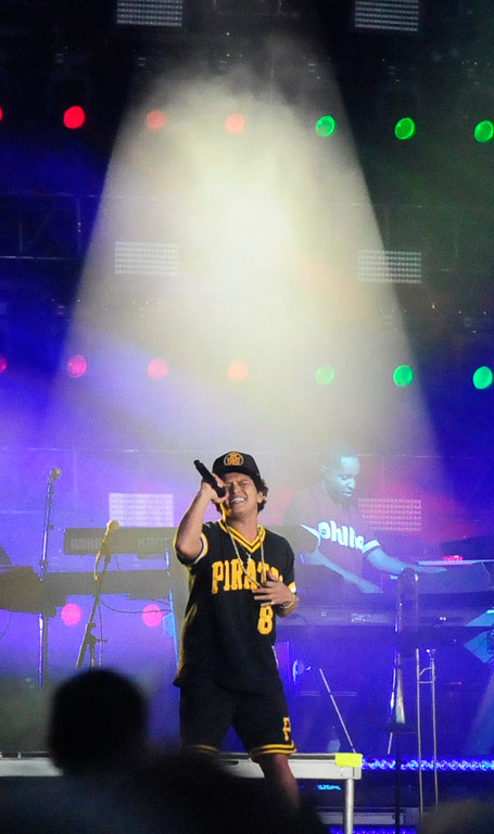 . NAPA, CA - MAY 27, Bruno Mars performs on the Jam Cellars Stage on the last day of the BottleRock Napa Valley Music Festival. (CHRIS RILEY/TIMES-HERALD)