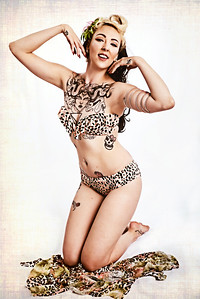 Ophelia Pop Tart - Burlesque Pin-Up     #pinup #retro #vintage #boudoir #glamour #classic #glamourous #oldhollywood #oldhollywoodglamour #oldhollywoodglam #photoshoot #burlesque #ncburlesque #bigmammashouseofburlesque #ophelia #poptart