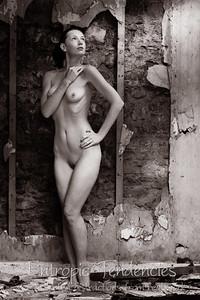 Chrissie_Red_derelict_cottage_nude_2J2U8250-Edit