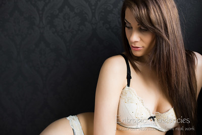 roxy_mendez_natural_light_boudoir_lingerie_pavilion_photographic_studio_UZ8A7666-Edit