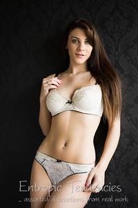 roxy_mendez_natural_light_boudoir_lingerie_pavilion_photographic_studio_UZ8A7650-Edit