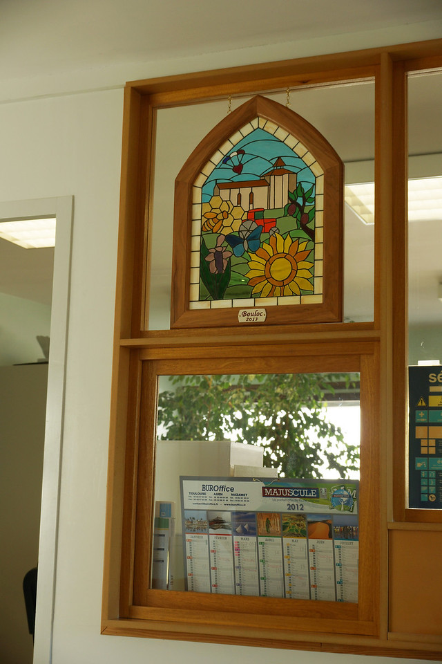 We presented it to the mayor of Bouloc and found a perfect place to hang it, right in the foyer where everyone coming into the mayor's office will see it.
