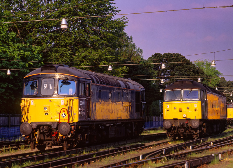 """33109 and 47114 on display at the """"Bournemouth Rail Gala"""" on 16th May 1998."""