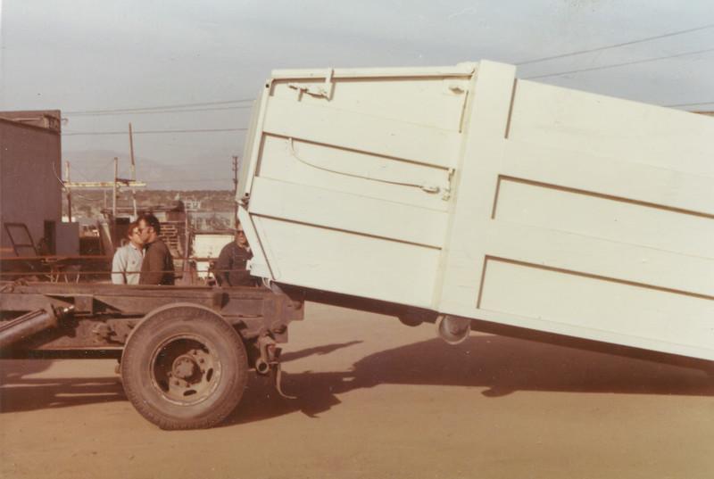 T&J Gararge Dead Lift Bowles Roll Off Hoist