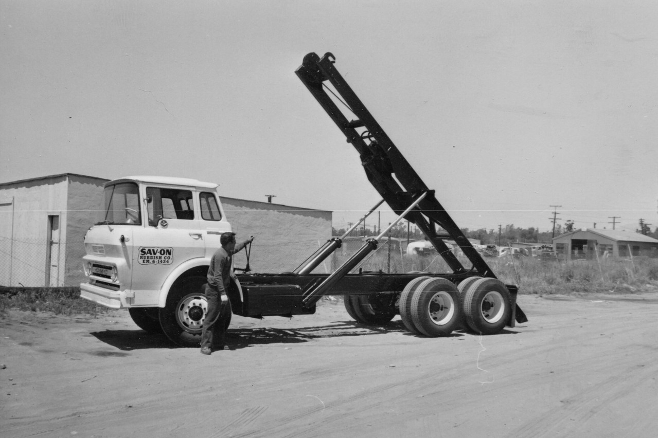 GMC Steel-Cabover Winch Roll Off Hoist