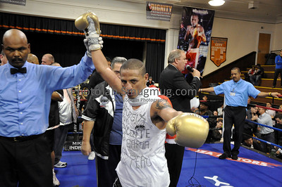 "10/16/10 Main Event (Sixth Bout) in Union City, NJ Making his American debut the charismatic and flamboyant Jonathan ""The Cobra"" Maicelo thrilled the huge Peruvian crowd with his dominating 10-round decision win over tough Colombian Oscar Cuero, who was also fighting for the first time in the U.S. Maicelo remains undefeated, improving to 14-0 (8 KO's), while the stubborn Cuero slips to 13-3 (11 KO's)."