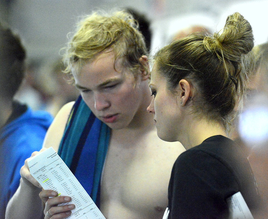 . Loveland\'s Mason Alexander goes over splits with coach Sarah Vlatkovich during Saturday\'s Mountain View Invitational. (Mike Brohard/Loveland Reporter-Herald)