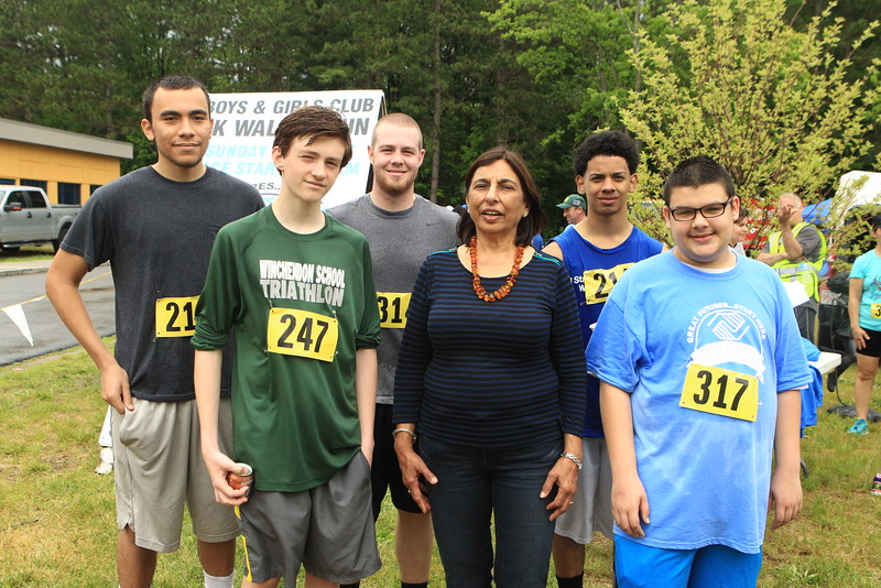 Achla Madan Demmings(Center) a board member and some of her kids she sponsored in the race<br /> <br /> Scott LaPrade photo