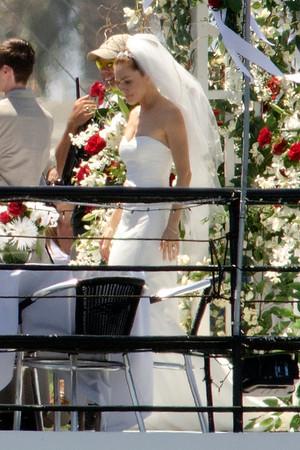 Bradley Cooperand Sienna Miller get married.