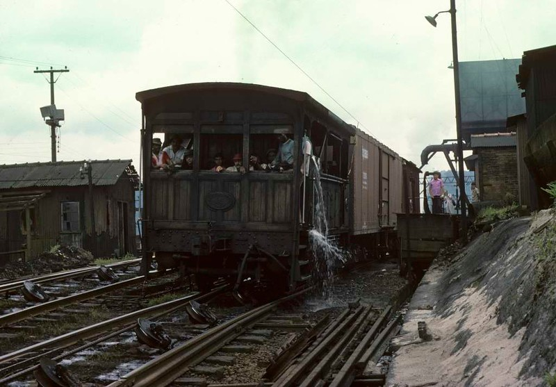 Paranapiacaba station, Santos a Jundiai Railway, Brazil, 18 October 1976.  No 15 grips the cable before starting to descend the five inclines to Santos.  Photo by Les Tindall.