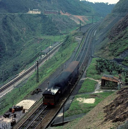 Paranapiacaba, Santos a Jundiai Railway, Brazil, 18 October 1976.  Another view of the 0-4-0 tram engine propelling a coach and two wagons up the incline.  Photo by Les Tindall.