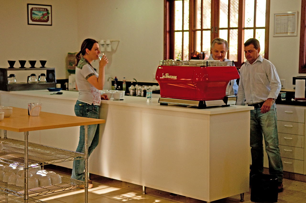 Luis is in synch with the latest quality trends, with a modern La Marzocco and single drippers in back.....