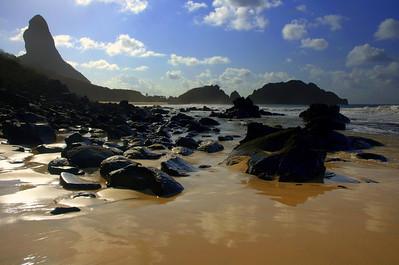 Praia do Cacherro with Morro do Pico in the background