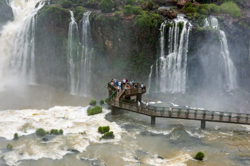 Braving-the-mists,-Foz-do-Iguacu-walkway,-Brazilian-side