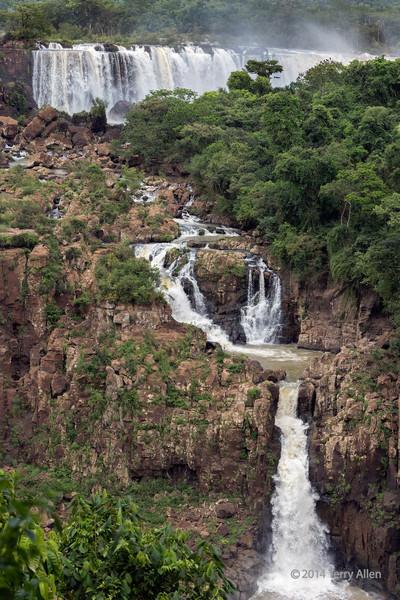 Large-and-small-cascades,-Foz-do-Iguacu,-Brazil-Argentina-border