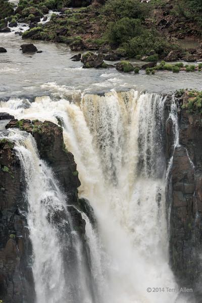 Portion-of-the-Foz-do-Iguacu,-Brazil-Argentina-border