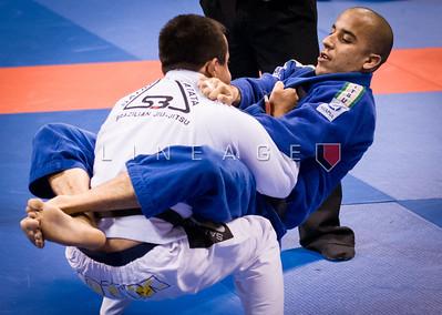 Joao Sobrinho (blue)