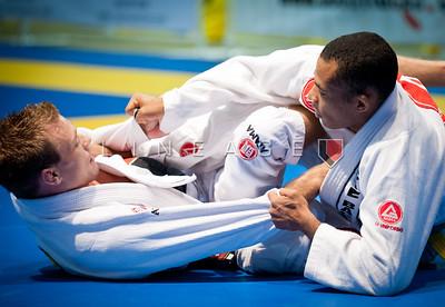Rafael Freitas (right) vs. JW Wright.