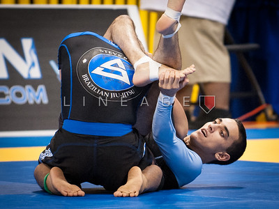 Edwin Najmi locks in the triangle choke. Edwin goes on to win the match.