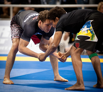 Tiago Alves (right) vs. Victor Estima