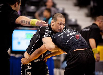 Baret Yoshida with double over-hooks during his match against Carlos Holanda. Holanda goes on to win the match.