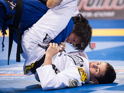 Caio Terra (white) from Gracie Elite Team vs. Makoto Sawada from Paraestra in the Black Belt Rooster Division Quarter Finals.
