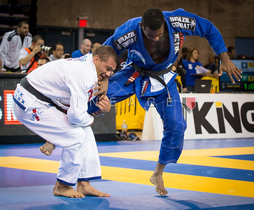 Wagner Oliveira (blue) vs. Diego Herzog in the Master 1 Male Black Heavy Semi-Final