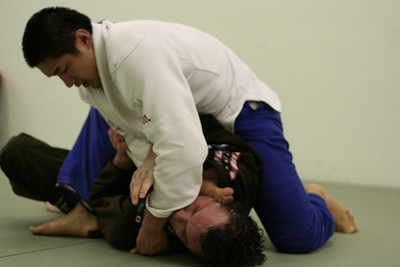 Jeau working for the armbar.
