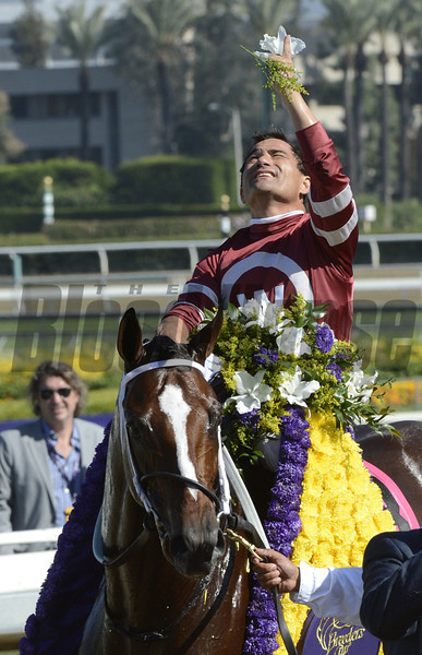 Tapizar wins the Dirt Mile.  <br /> Photo by Skip Dickstein