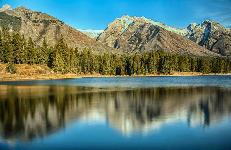 Johnston Lake, Banff National Park, Alberta, Canada
