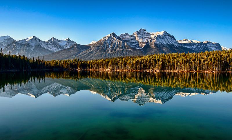 Herbert Lake at sunrise on the way to Peyto Lake, Banff National Park, Alberta, Canada