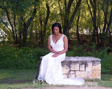 Nicole Woodhouse 040916-026