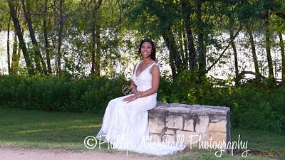 Nicole Woodhouse 040916-022
