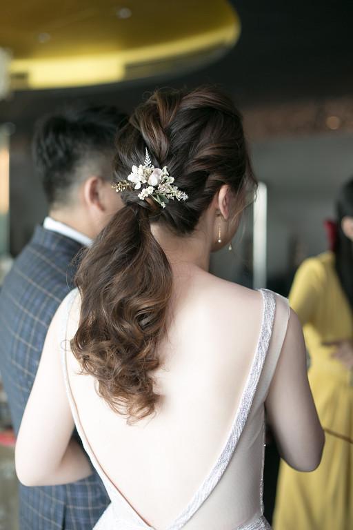 愛瑞思新娘秘書,ARIESY新秘,敬酒新娘造型,馬尾新娘髮型,編髮鮮花新娘造型