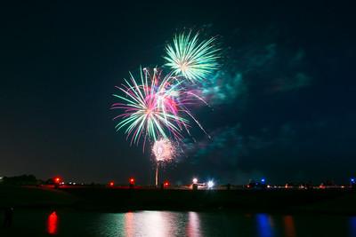 Bridgeland_Bridge_Fireworks_2015_EXC_RAW0527_resize