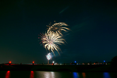 Bridgeland_Bridge_Fireworks_2015_exc_RAW0531_resize