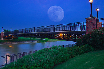 Bridgeland_Lakeland_Heights_Bridge_Moonrise_RAW1114