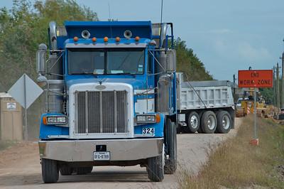 Dump_trucks_RAW2655