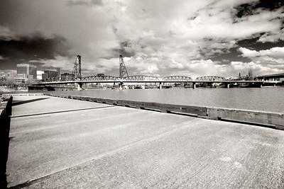 Hawthorne Bridge B&W    Sigma 10-20mm f/4-5.6 EX DC HSM