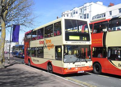 833 - W833NNJ - Brighton (Old Steine) - 10.4.12
