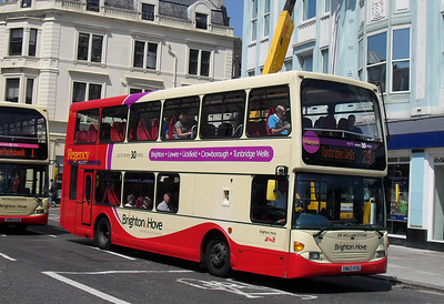 687 - YN57FYG - Brighton (North St) - 4.6.10