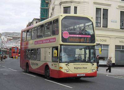 619 - YN04GJE - Brighton (North St) - 31.8.11