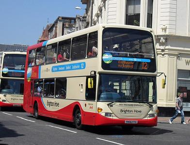 905 - YN56FFE - Brighton (North St) - 4.6.10