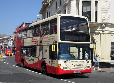 669 - YN06SZY - Brighton (North St) - 4.6.10