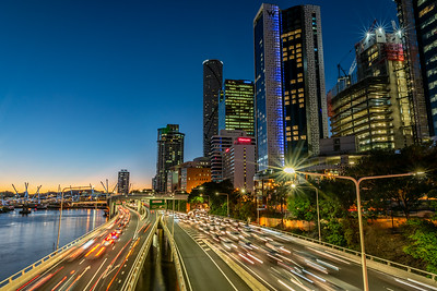 View of W Brisbane and traffic on the expressway from Victoria Bridge.