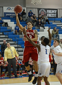 Dayeshawn Cortez (3) hits a soft jumper.