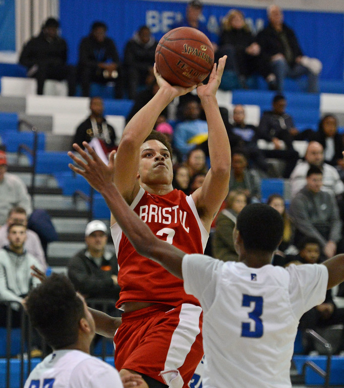 . Dayeshawn Cortez (3) shoots over Ward Roberts (3).