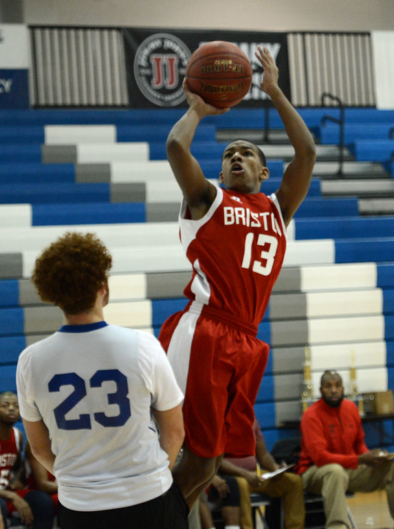 . Jaylon Hammond (13) shoots over Ijustice Avery (23).