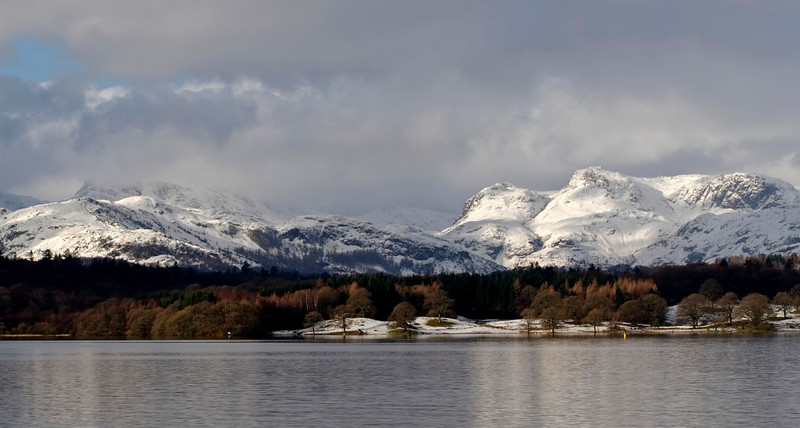 Bowfell & Langdale Pikes, looking north west from the northern end of Windermere, 23 January 2009 1