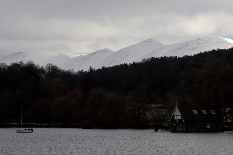 Thornthwaite Crag (left), High Street (far distance), Froswick, Ill Bell & Yoke from Windermere north of Bowness, 23 January 2009